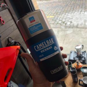Caneca de aço inoxidável CamelBak Kickbak de 900ml
